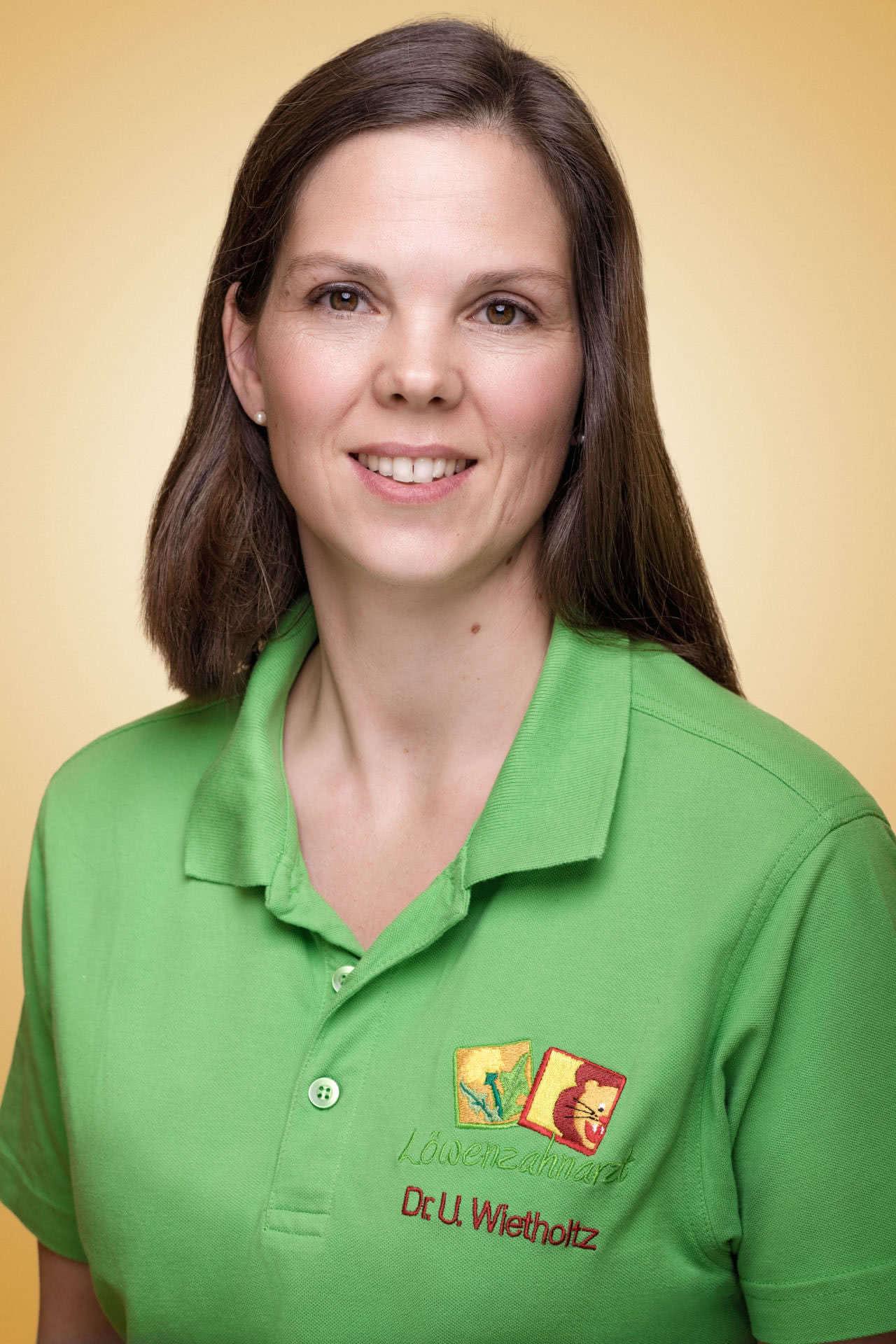 Sorgfältige Kinderzahnärztin Dr. Ulrike Wietholtz